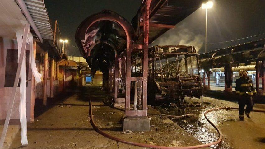 RS: Bandidos incendeiam ônibus em Canoas na Região Metropolitana de Porto Alegre
