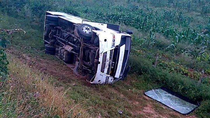 SE: Micro-ônibus tomba e deixa feridos em Poço Verde