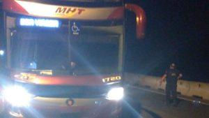 Assalto a ônibus de turismo na Região Metropolitana de Curitiba deixa feridos diz PRF