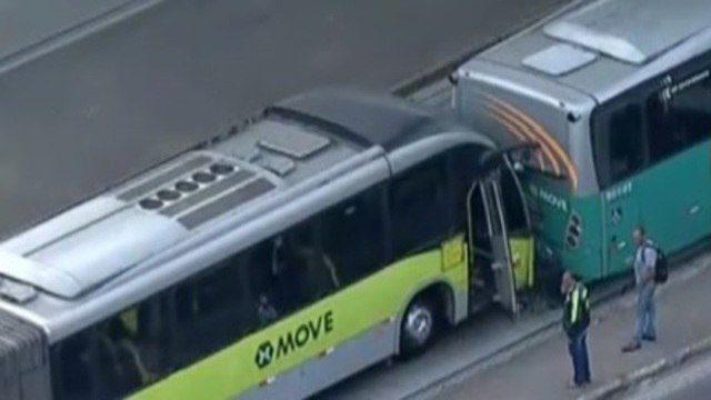 Acidente com dois ônibus em Belo Horizonte deixa nove feridos