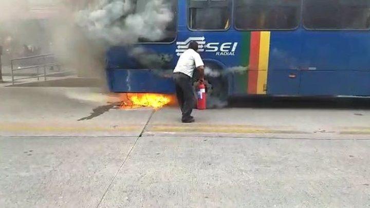 Volkswagen não identifica problemas nos ônibus incendiados em Pernambuco