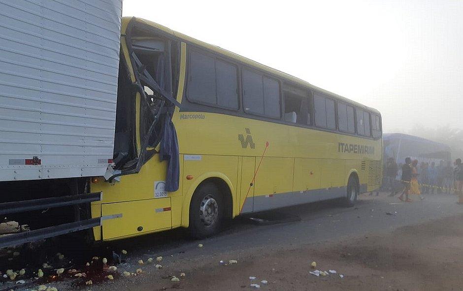 Acidente com ônibus da Viação Itapemirim deixa um morto e 16 feridos na Bahia