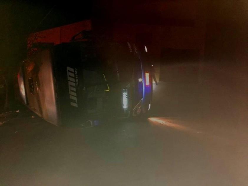 Ônibus tomba e deixa feridos em Poços de Caldas