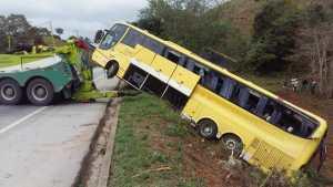 ES: BR-101 é interditada para retirada do ônibus da Viação Itapemirim em Atílio Vivácqua