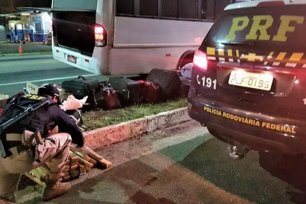 PRF apreende homem com 30kg de maconha a bordo de micro-ônibus no Sul da Bahia