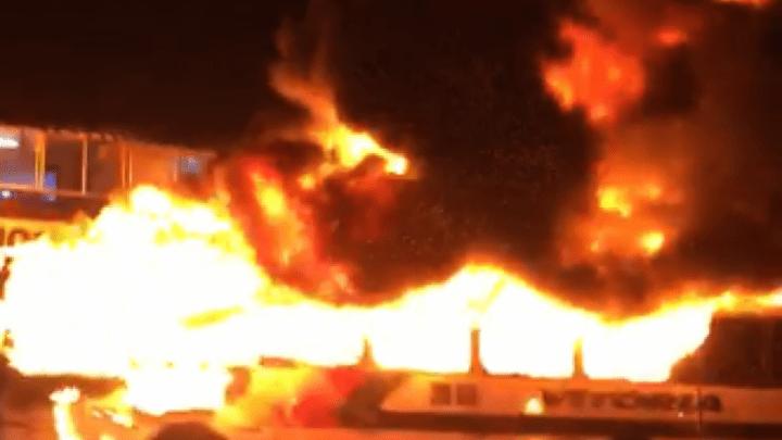 Mais dois ônibus são incendiados no Ceará nesta noite