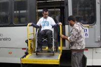 Prefeitura do Rio realiza blitz para testar elevadores de ônibus