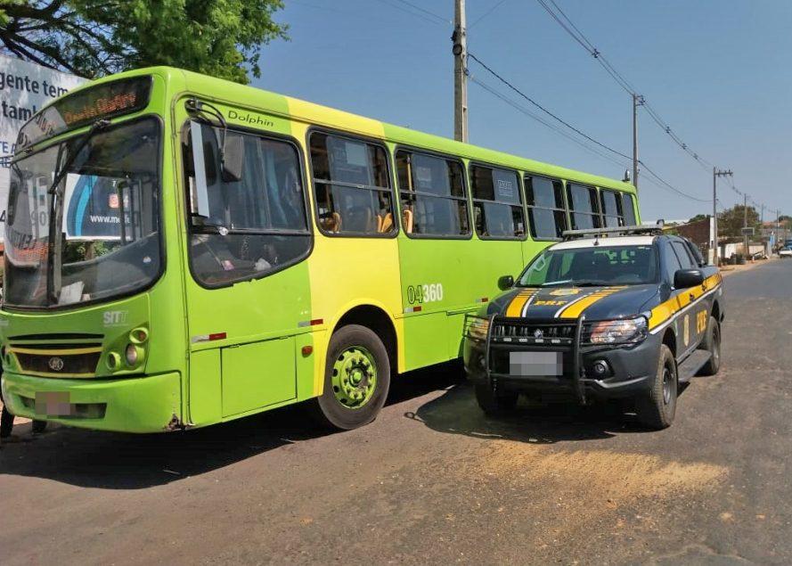 PRF apreende ônibus com documentação irregular na BR-316