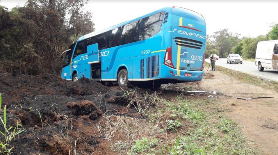 Acidente com ônibus da Viação Sampaio deixa um morto e dois feridos na BR-267