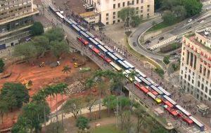 Prefeito de São Paulo Bruno Covas suspeita de locaute no transporte rodoviário