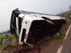 Ônibus tomba no interior do Rio Grande do Sul deixando cinco feridos