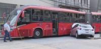 Perseguição policial em Curitiba acaba com acidente com ônibus articulado