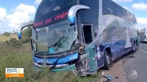 Acidente entre carro, caminhão e ônibus deixa um morto no Sul da Bahia