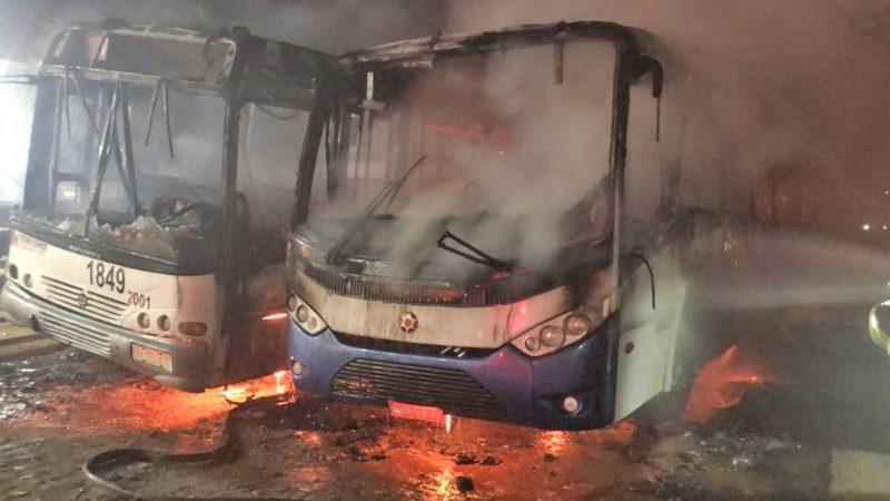 Resultado de imagem para Dois ônibus são incendiados em Canindé na madrugada desta terça-feira (24)