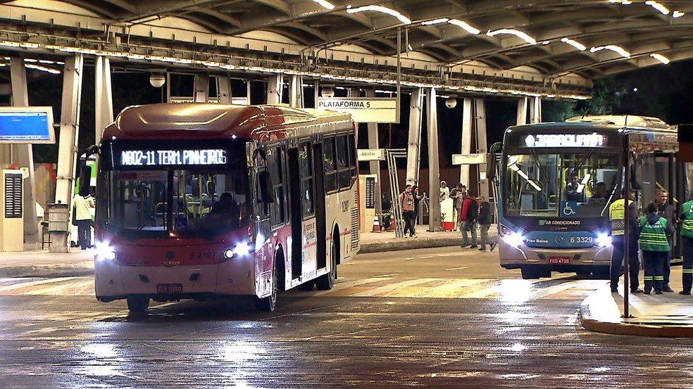 Prefeitura de São Paulo assina contrato de licitação de ônibus após paralisação