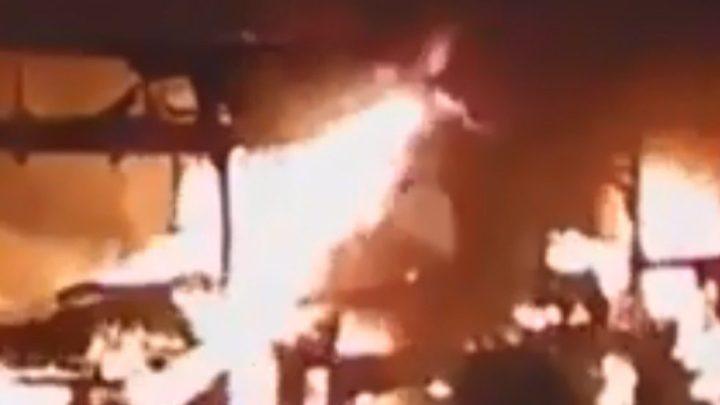 Bandido incendeia ônibus em Belo Horizonte na noite deste domingo 15