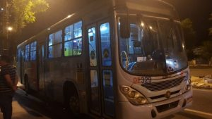 Arrastão em ônibus de Fortaleza deixa passageiros em pânico