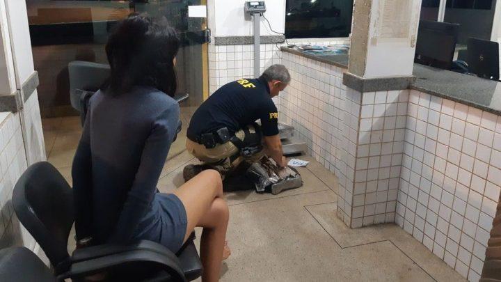 Jovem de 18 anos é presa transportando droga em ônibus no Tocantins