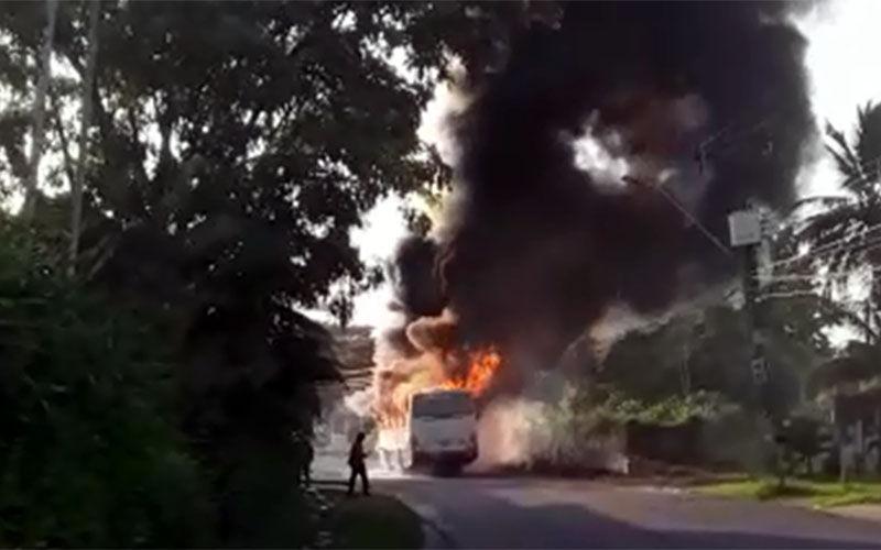 Ônibus pega fogo neste sábado em Belém