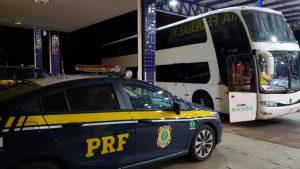 Ônibus DD é apreendido durante fiscalização na BR-040