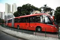 Bienal de Curitiba promove mostra em ônibus e terminais da cidade