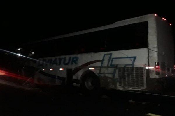 BA: Acidente com ônibus deixa 4 mortos na BR-030 em Guanambi