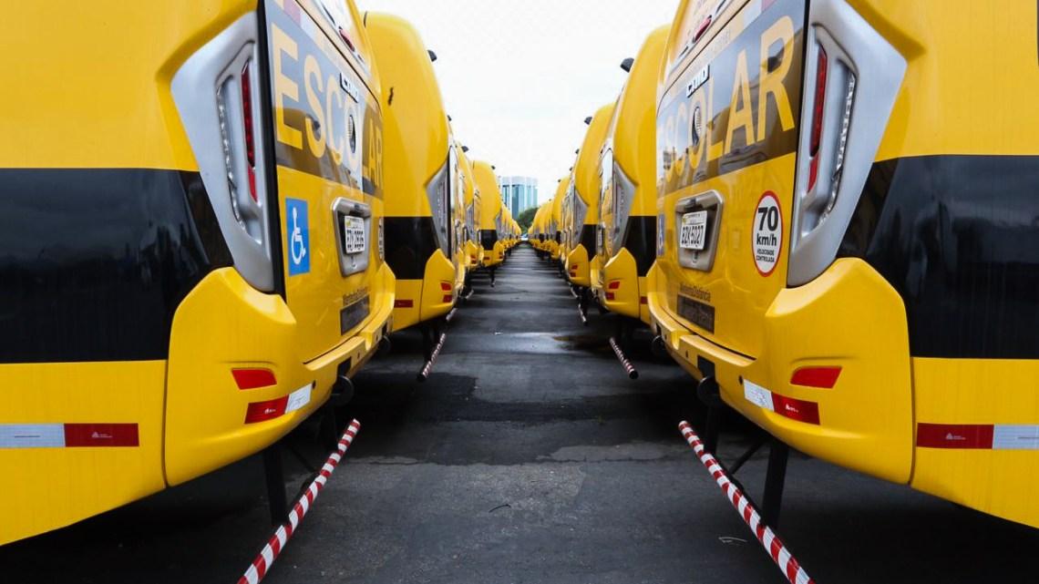MEC entrega 180 ônibus escolares para municípios do estado de São Paulo