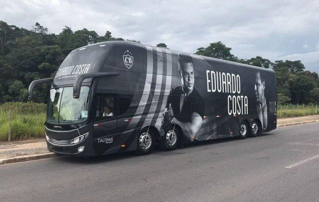 MT: Ônibus de Eduardo Costa é apedrejado em Primavera do Leste