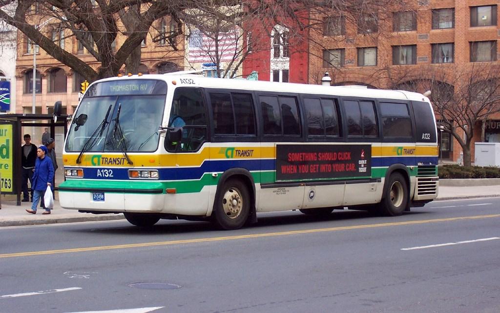 Motorista tranca passageira em bagageiro de ônibus nos EUA