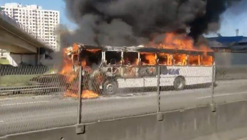 RJ: Ônibus da Transportadora Tinguá pega fogo na Via Dutra em Nova Iguaçu