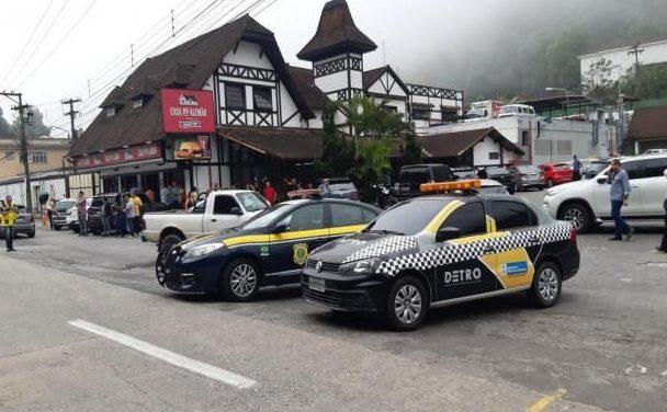 Detro-RJ e PRF realizam fiscalização na Serra de Petrópolis
