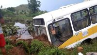 Rondônia: Ônibus escolar sai da pista com 43 alunos