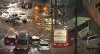Temporal deixa carros e ônibus ilhados na Grande Belo Horizonte