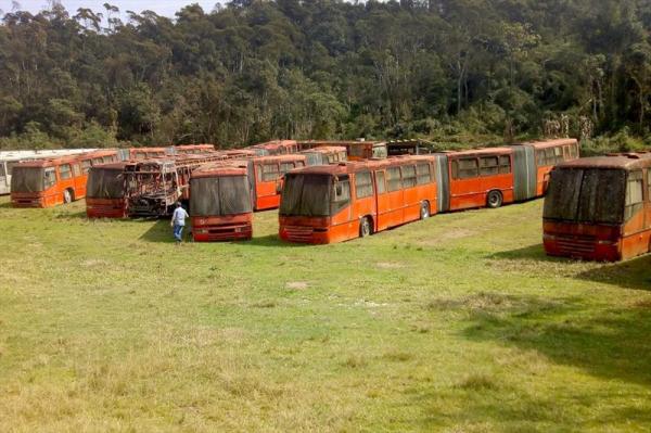 Curitiba: Urbs vai leiloar 30 sucatas de ônibus biarticulados no dia 29 de outubro