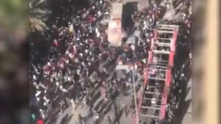 Chile: Policias acabam sendo atacados em ônibus durante manifestação da capital