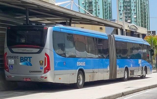 Rio: Tiroteio em tentativa de assalto chama atenção de passageiros do BRT Rio na Zona Oeste