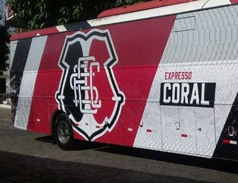 PE: Ônibus Expresso Coral volta as ruas após clube pagar dívidas no Detran