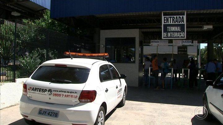 SP: Fiscalização da Artesp autua 44 veículos e retém 14 no Estado