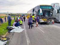 Acidente com ônibus da Gontijo e carreta na Fernão Dias deixa motorista ferido