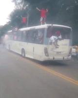 """Rio: Ônibus da Transporte Futuro acaba vandalizado por """"torcedores"""" do Flamengo"""
