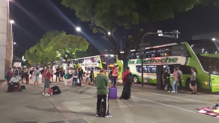Via Bariloche escala diversos ônibus para levar torcedores do River Plate até Lima