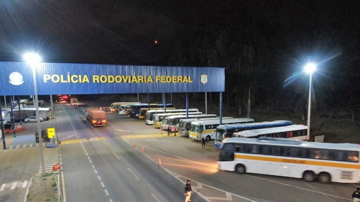 PRF apreende ônibus escolar em situação irregular em Anápolis