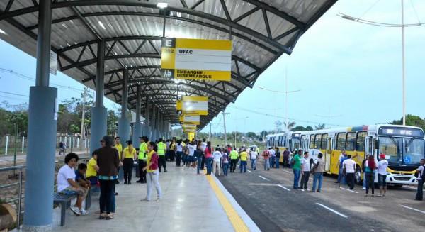 Acre: Estudantes organizam manifestação contra os assaltos em ônibus de Rio Branco