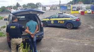 PRF prende um dos maiores assaltantes de ônibus da Grande Salvador