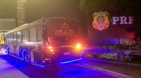 RJ: PRF apreende ônibus balada que transitava na Rodovia Niterói-Manilha BR-101