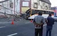 Acidente com ônibus deixa três pessoas feridas no Recife