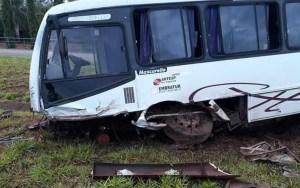 Acidente com ônibus deixa 19 feridos em Sales Oliveira em SP