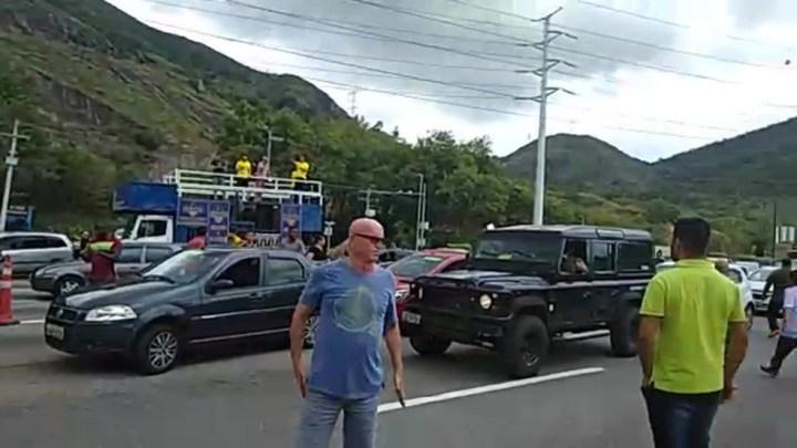 Rio: Manifestação na Linha Amarela pede o fim da cobrança de pedágio