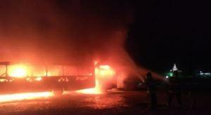 10 ônibus são destruídos em incêndio durante a madrugada em Pernambuco