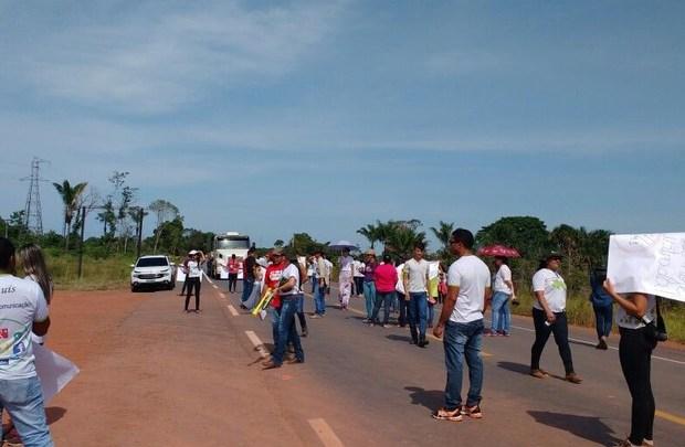 Roraima: BR-174 segue bloqueada e PRF negocia liberação